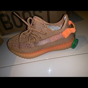 Women's YEEZY AUTHENTIC SIZE 6 brand new